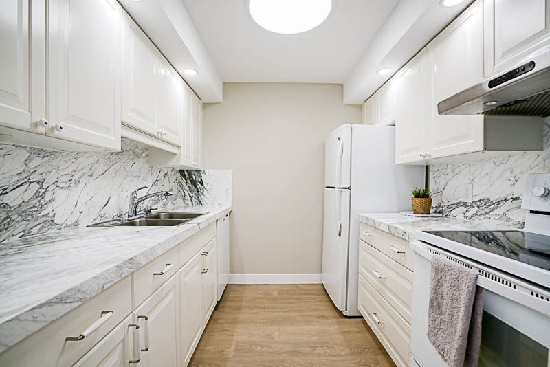 Condo Apartment at 905 3920 HASTINGS STREET, Unit 905, Burnaby North, British Columbia. Image 3