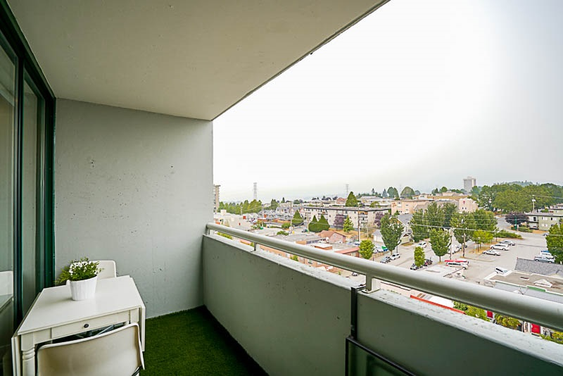 Condo Apartment at 905 3920 HASTINGS STREET, Unit 905, Burnaby North, British Columbia. Image 14