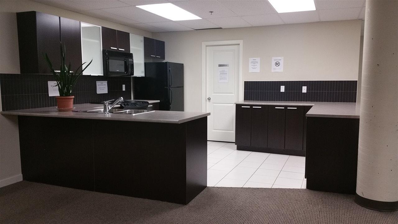 Condo Apartment at 402 10455 UNIVERSITY DRIVE, Unit 402, North Surrey, British Columbia. Image 8
