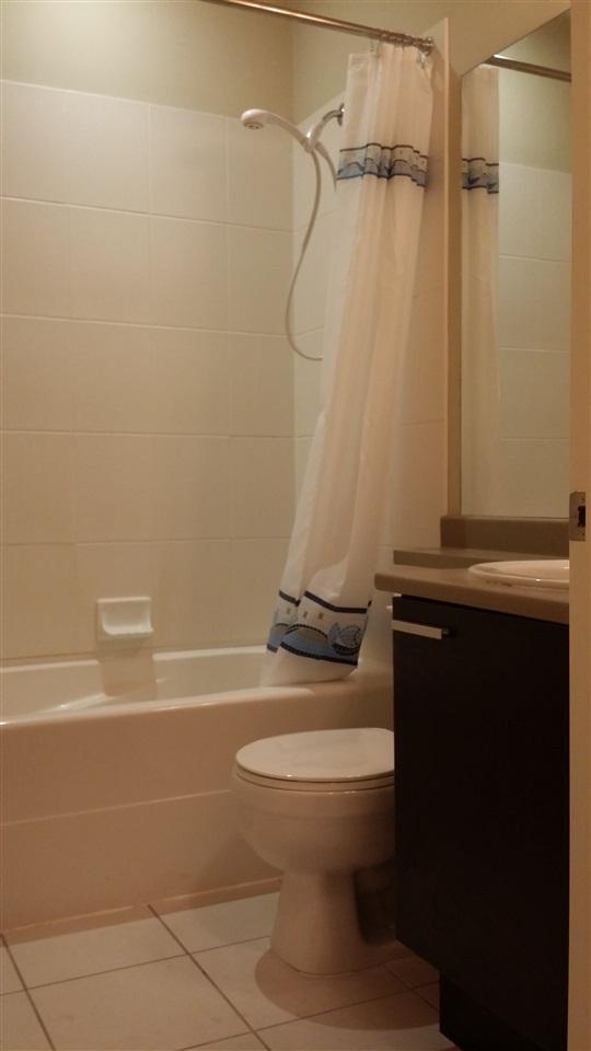 Condo Apartment at 402 10455 UNIVERSITY DRIVE, Unit 402, North Surrey, British Columbia. Image 10