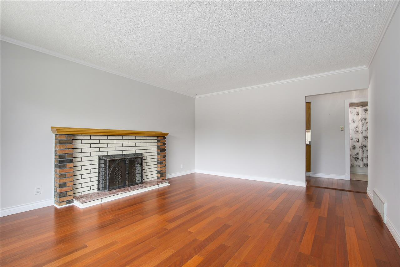 Detached at 5382 EARLES STREET, Vancouver East, British Columbia. Image 2