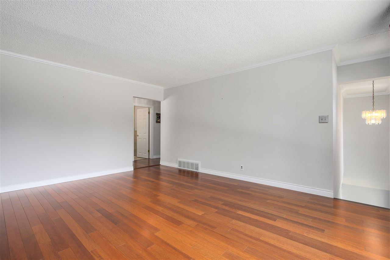 Detached at 5382 EARLES STREET, Vancouver East, British Columbia. Image 3