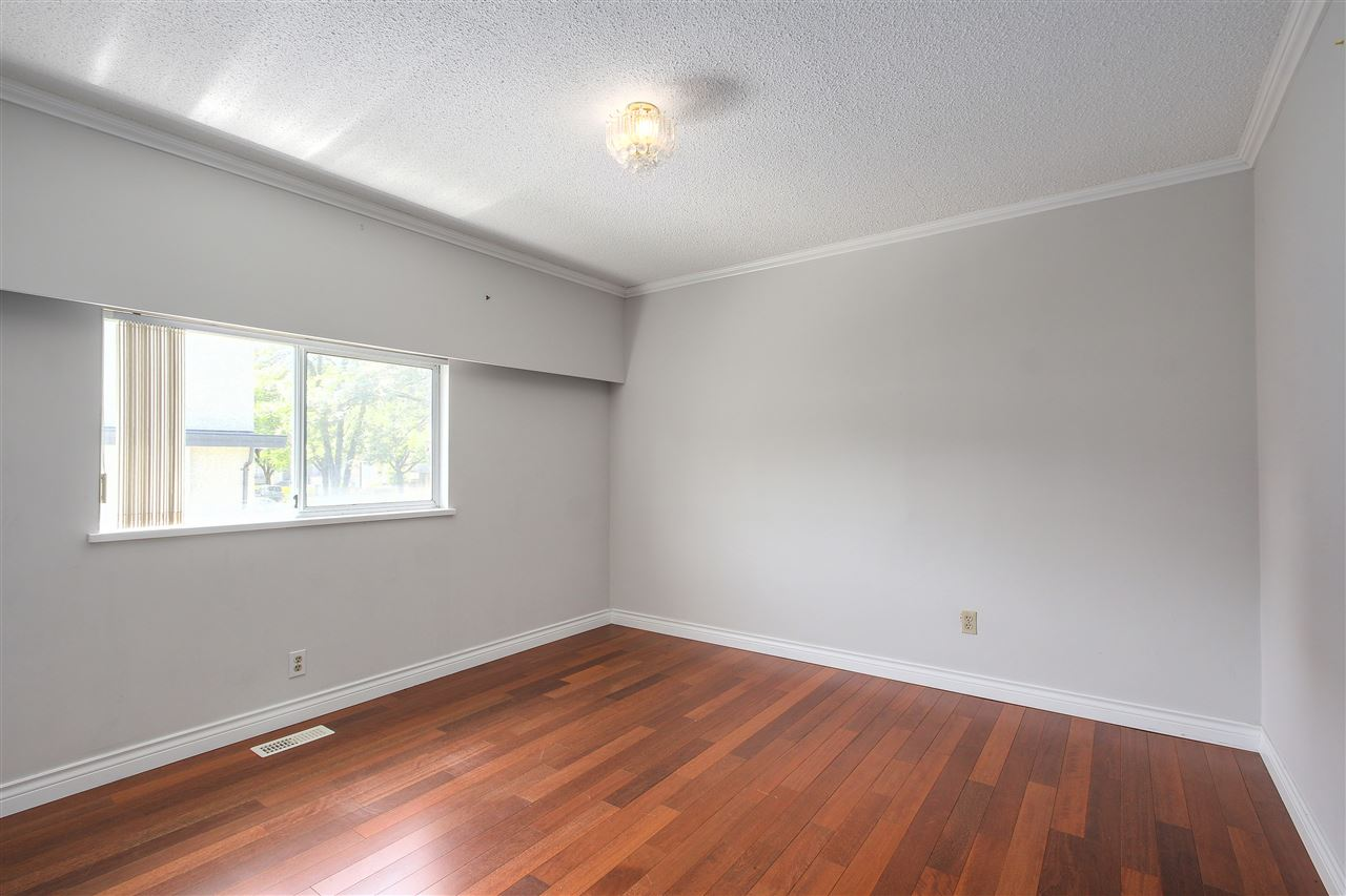 Detached at 5382 EARLES STREET, Vancouver East, British Columbia. Image 6