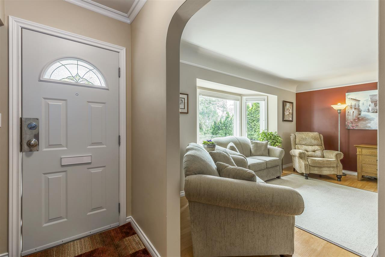 Detached at 3865 SOUTHWOOD STREET, Burnaby South, British Columbia. Image 2