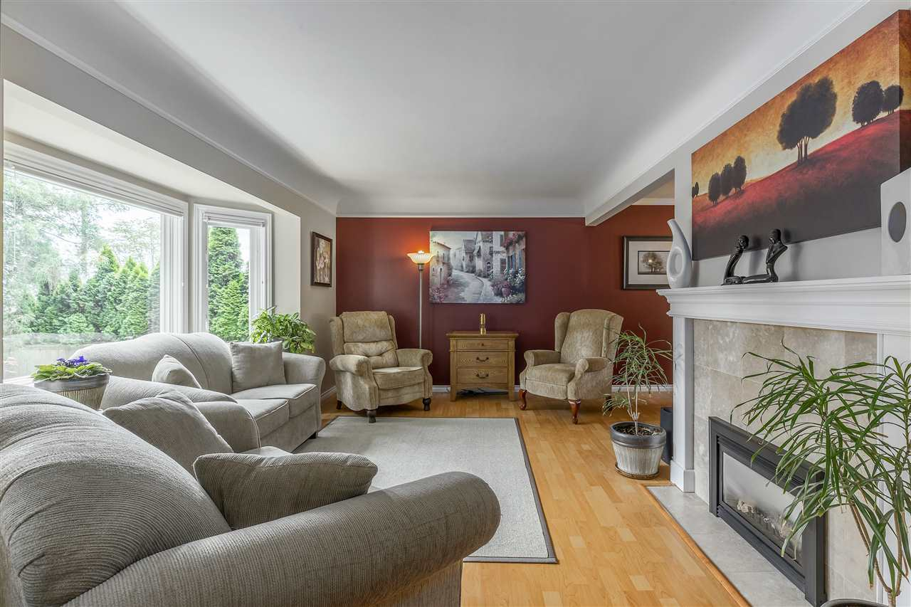 Detached at 3865 SOUTHWOOD STREET, Burnaby South, British Columbia. Image 3