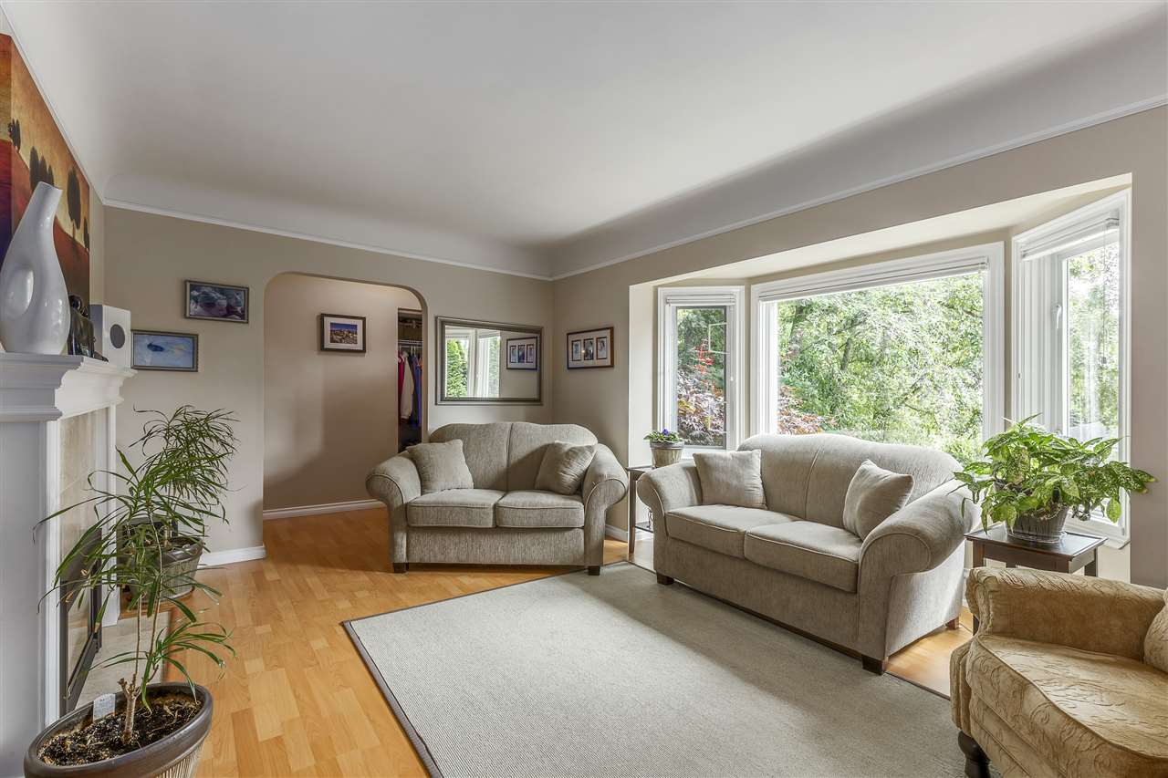 Detached at 3865 SOUTHWOOD STREET, Burnaby South, British Columbia. Image 4