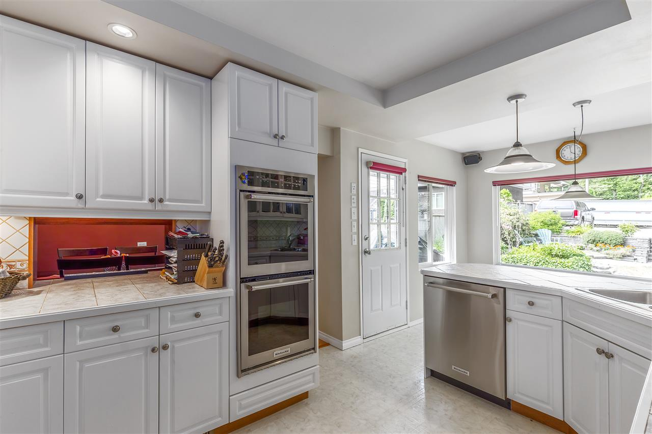 Detached at 3865 SOUTHWOOD STREET, Burnaby South, British Columbia. Image 7