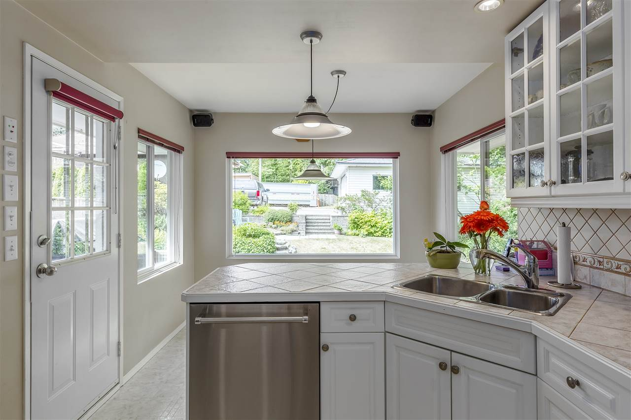 Detached at 3865 SOUTHWOOD STREET, Burnaby South, British Columbia. Image 8