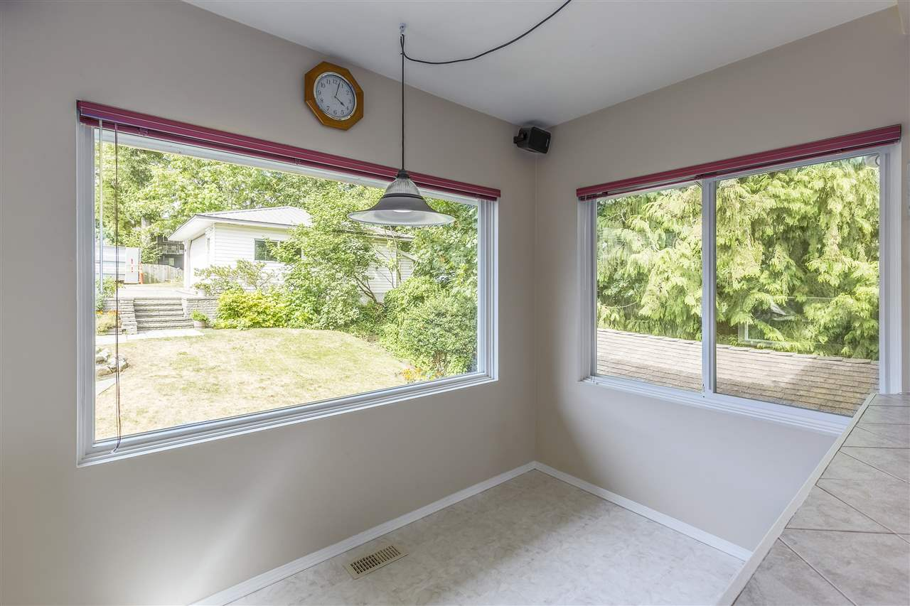 Detached at 3865 SOUTHWOOD STREET, Burnaby South, British Columbia. Image 9