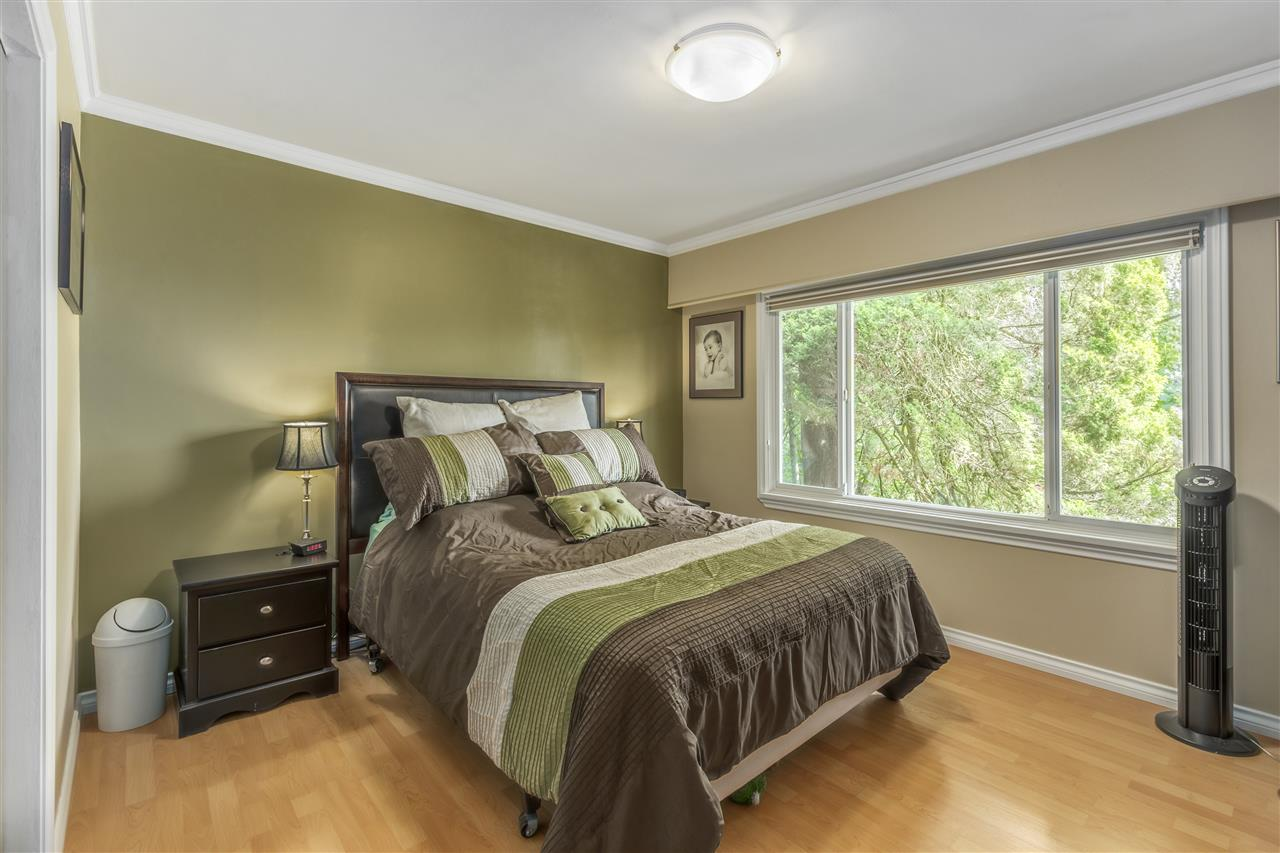 Detached at 3865 SOUTHWOOD STREET, Burnaby South, British Columbia. Image 10