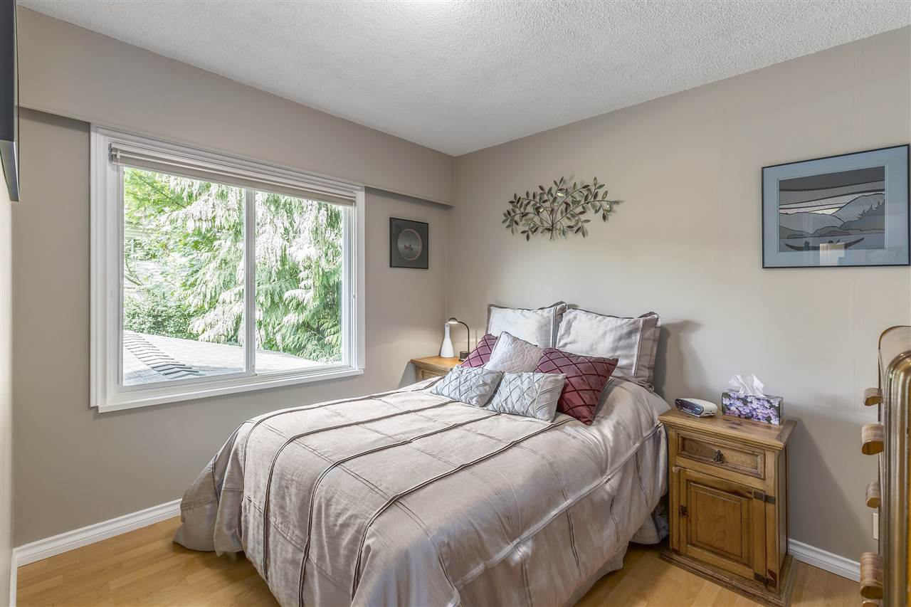 Detached at 3865 SOUTHWOOD STREET, Burnaby South, British Columbia. Image 11