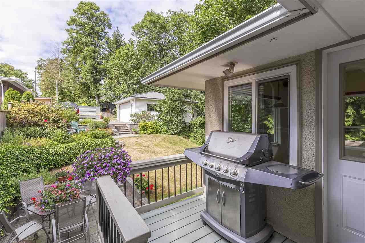 Detached at 3865 SOUTHWOOD STREET, Burnaby South, British Columbia. Image 18