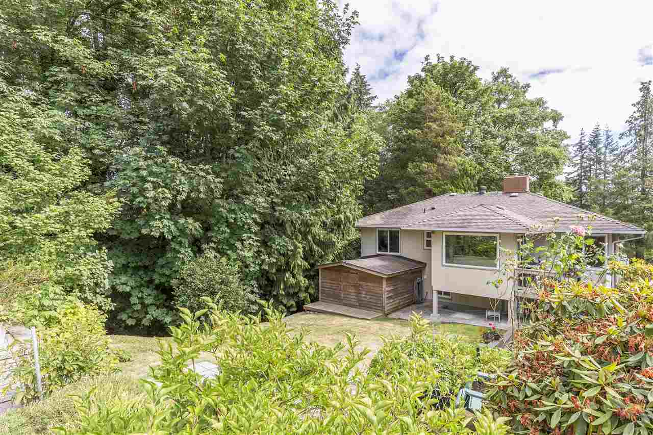 Detached at 3865 SOUTHWOOD STREET, Burnaby South, British Columbia. Image 19