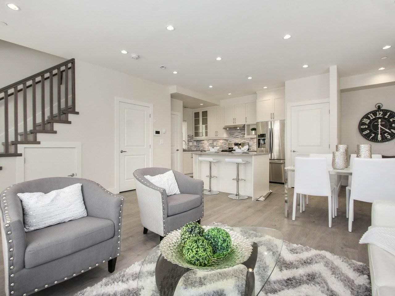 Half-duplex at 5854 MAIN STREET, Vancouver East, British Columbia. Image 4