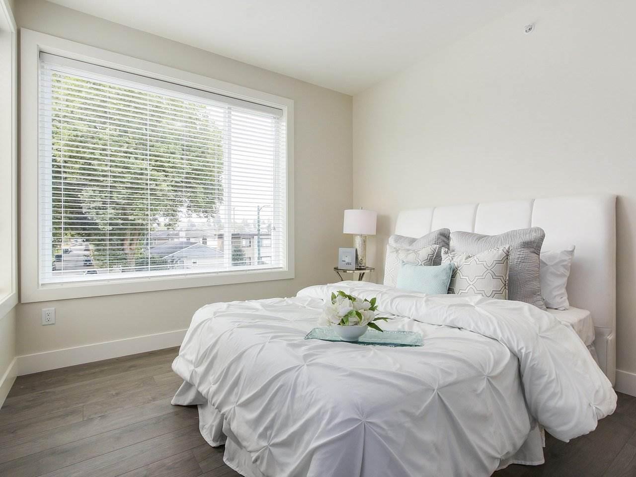 Half-duplex at 5854 MAIN STREET, Vancouver East, British Columbia. Image 9
