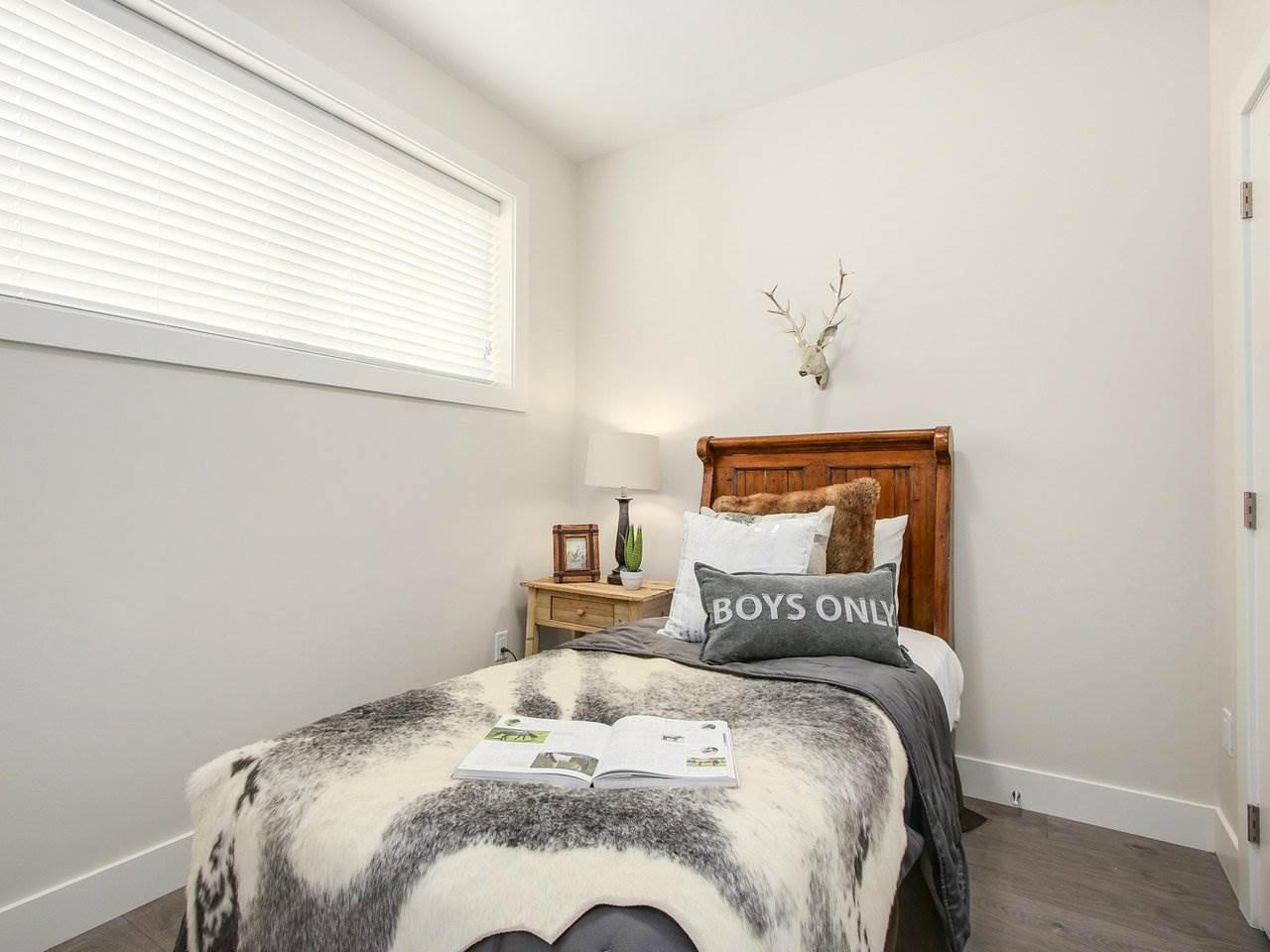 Half-duplex at 5854 MAIN STREET, Vancouver East, British Columbia. Image 13