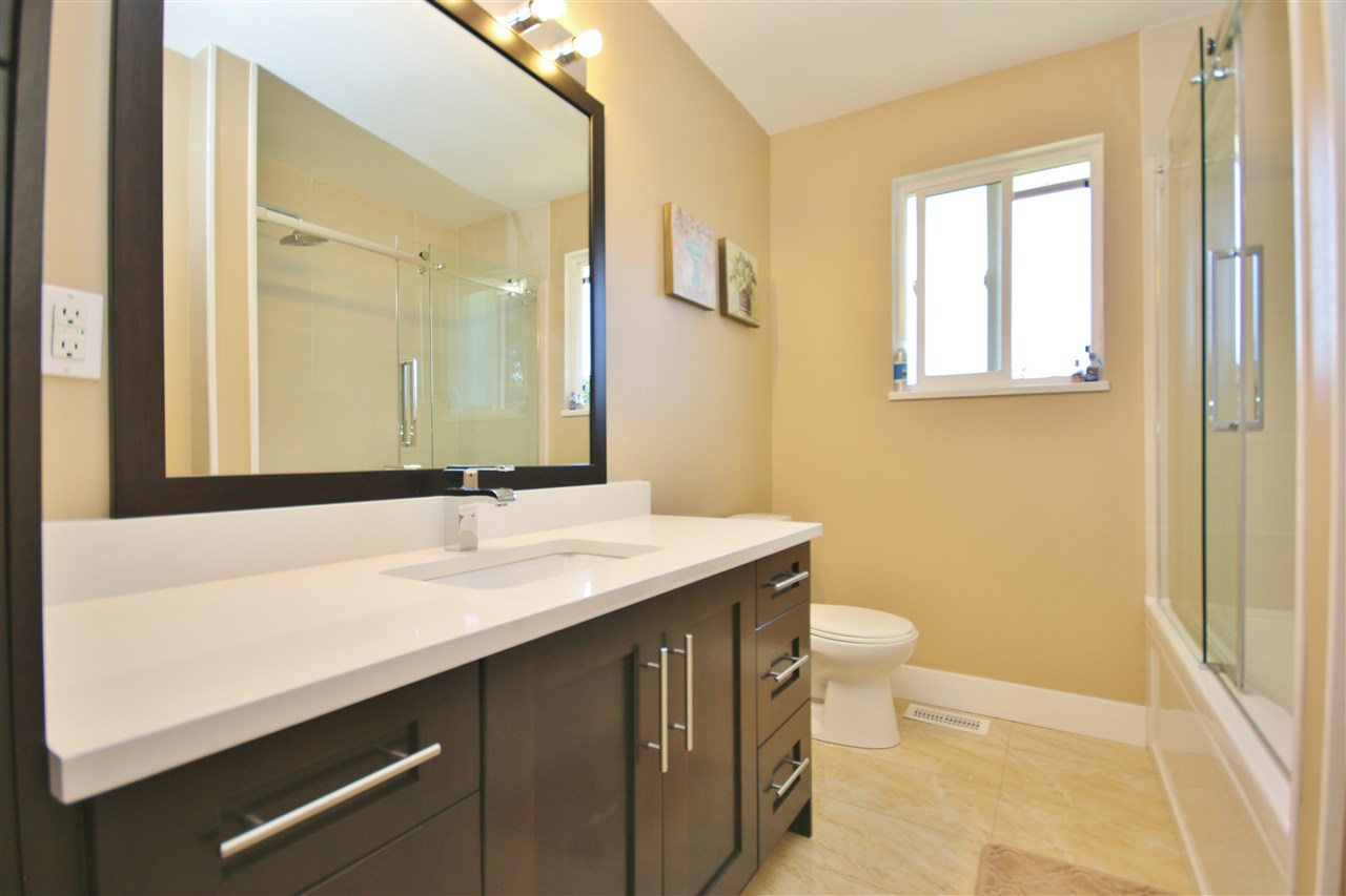 Detached at 8323 GREENHILL PLACE, N. Delta, British Columbia. Image 12