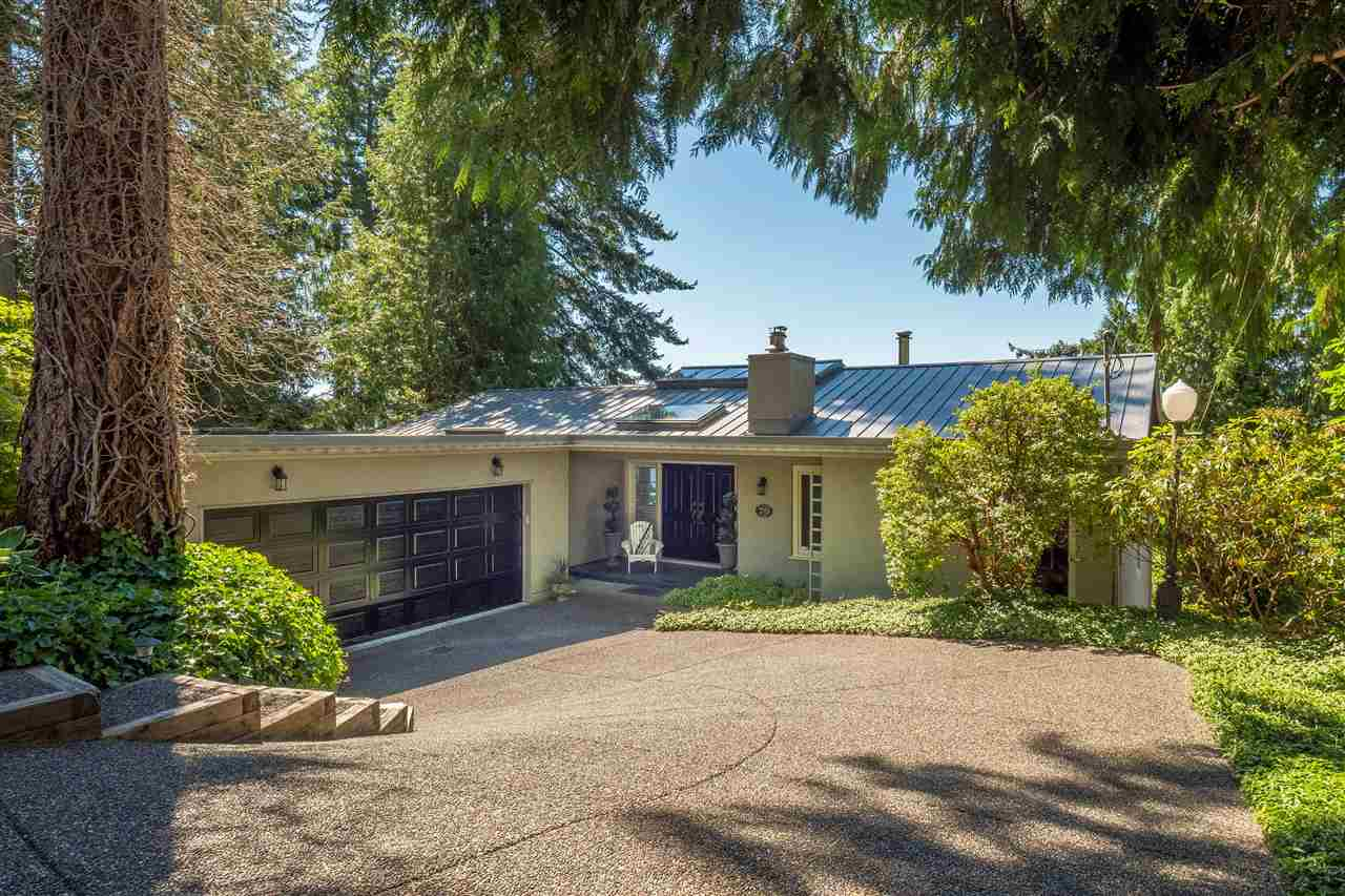 Detached at 70 PANORAMA ROAD, West Vancouver, British Columbia. Image 2