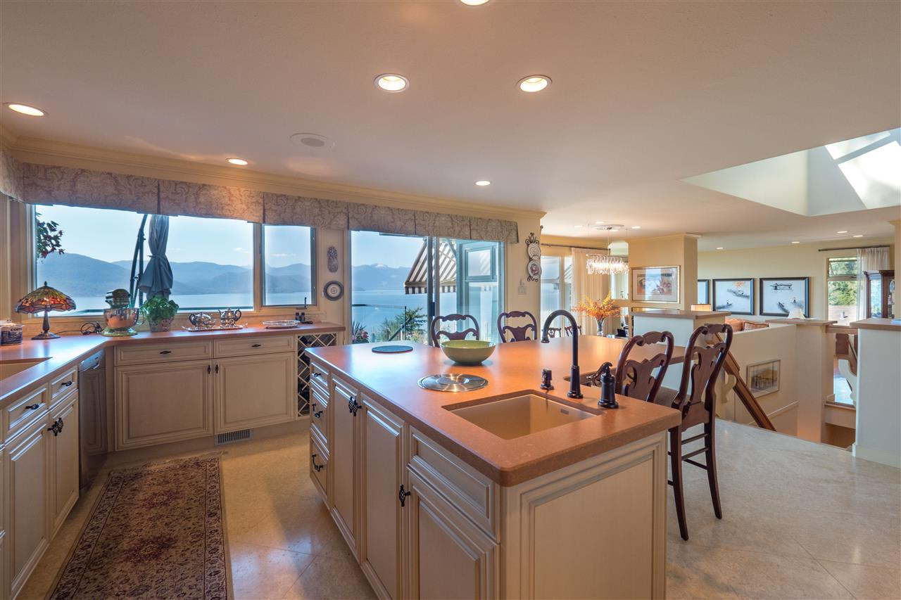 Detached at 70 PANORAMA ROAD, West Vancouver, British Columbia. Image 4