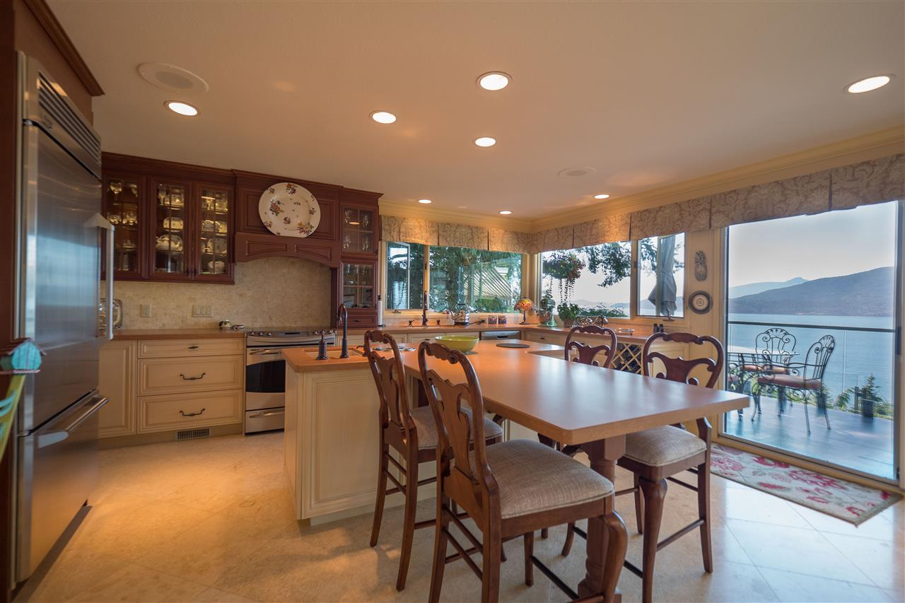 Detached at 70 PANORAMA ROAD, West Vancouver, British Columbia. Image 5