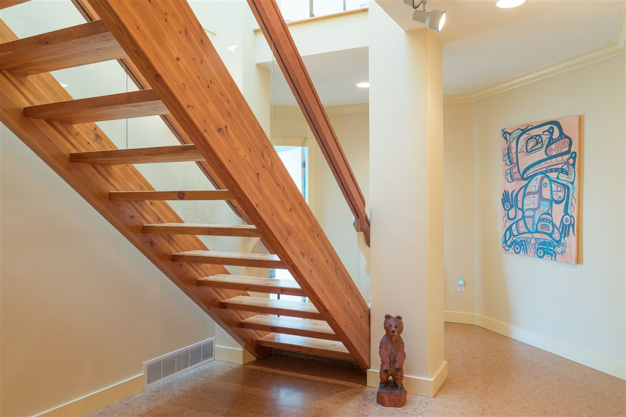 Detached at 70 PANORAMA ROAD, West Vancouver, British Columbia. Image 10