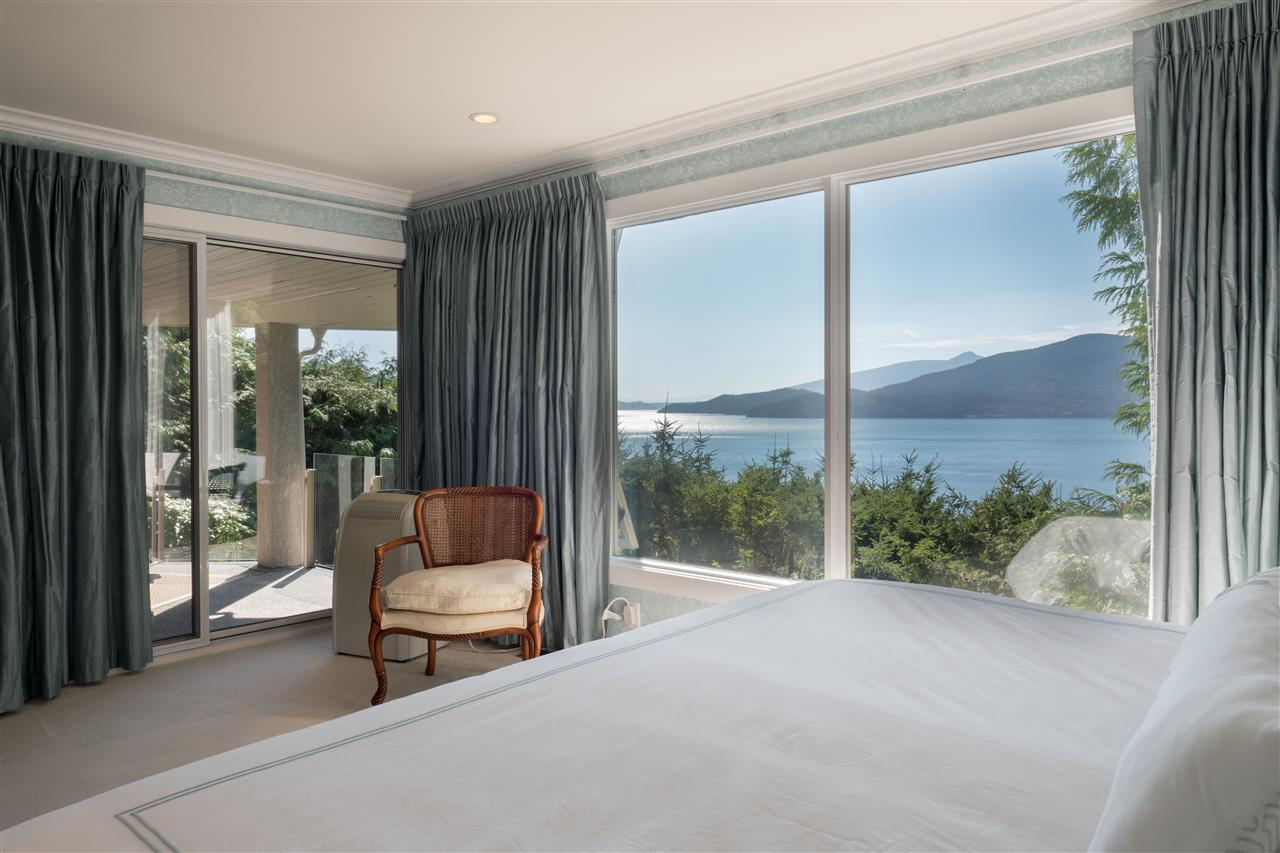 Detached at 70 PANORAMA ROAD, West Vancouver, British Columbia. Image 12