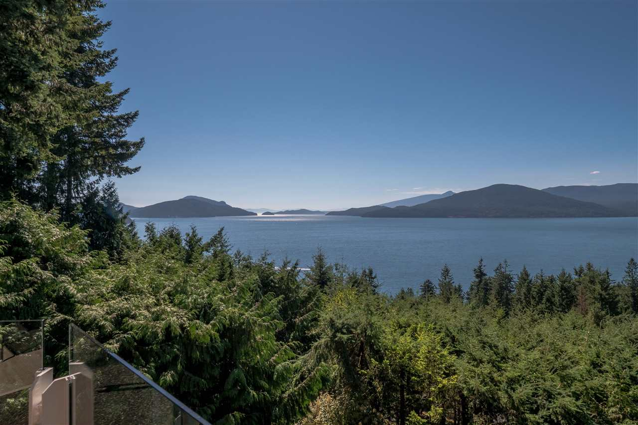 Detached at 70 PANORAMA ROAD, West Vancouver, British Columbia. Image 20
