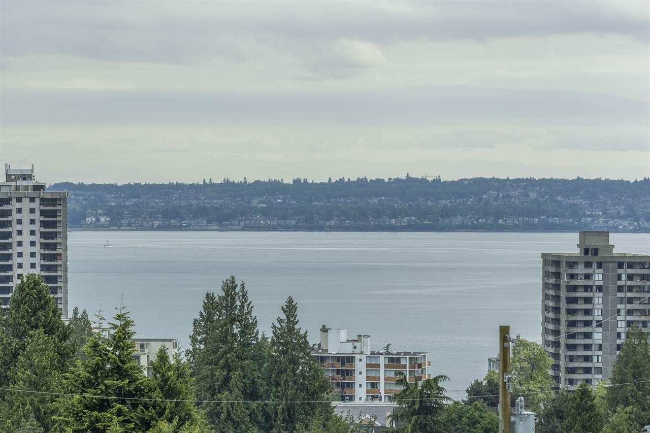 Detached at 1995 JEFFERSON AVENUE, West Vancouver, British Columbia. Image 4