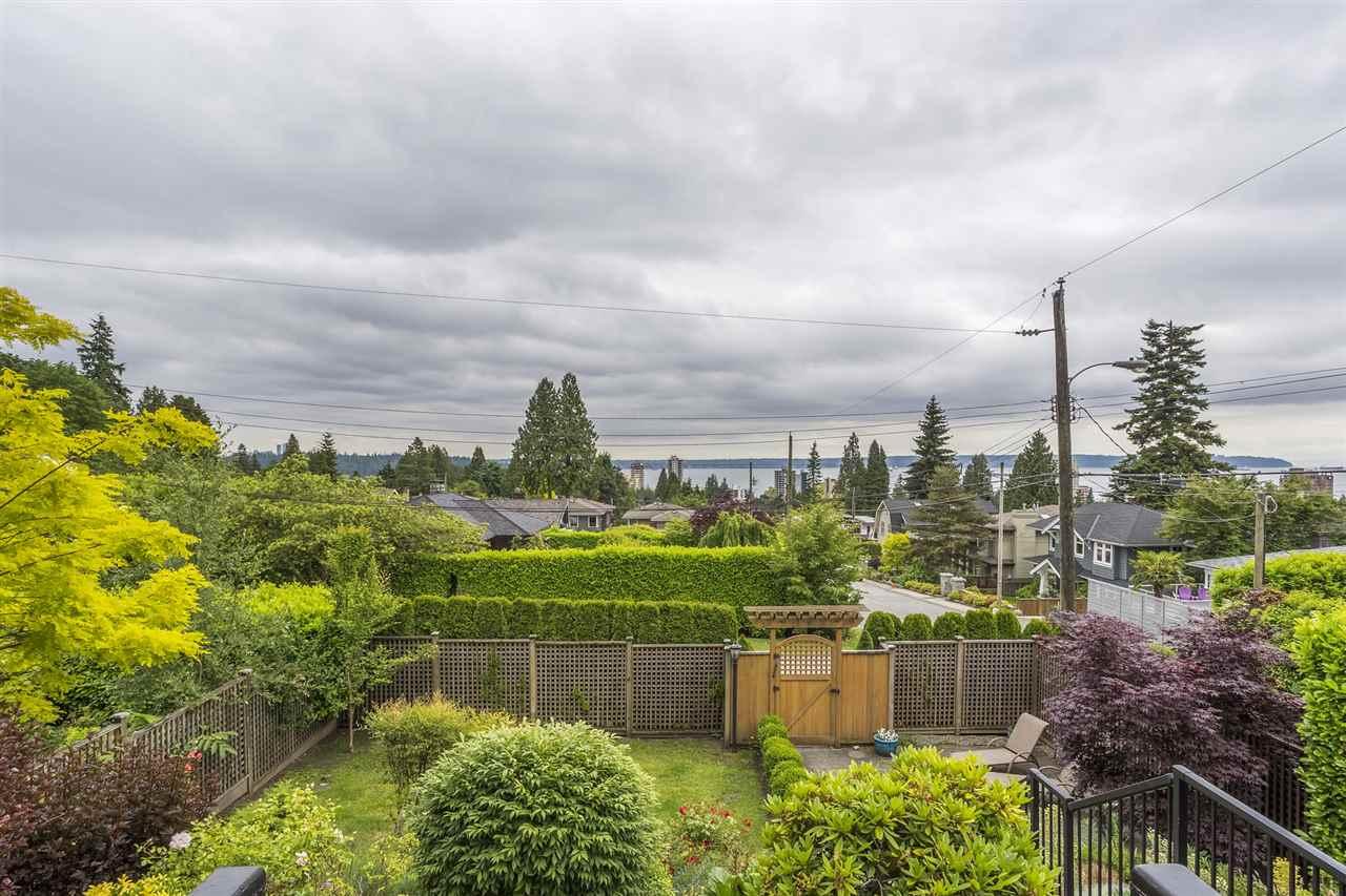 Detached at 1995 JEFFERSON AVENUE, West Vancouver, British Columbia. Image 6