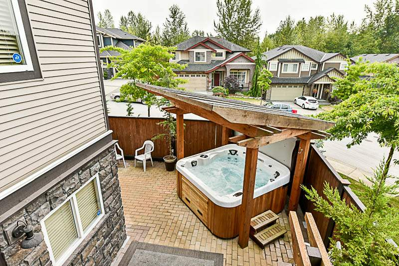 Detached at 10303 ROBERTSON STREET, Maple Ridge, British Columbia. Image 11