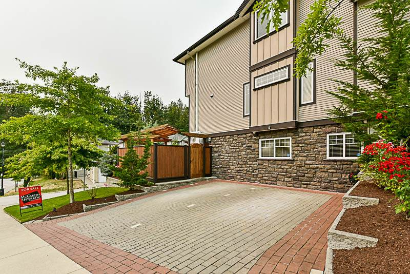 Detached at 10303 ROBERTSON STREET, Maple Ridge, British Columbia. Image 19