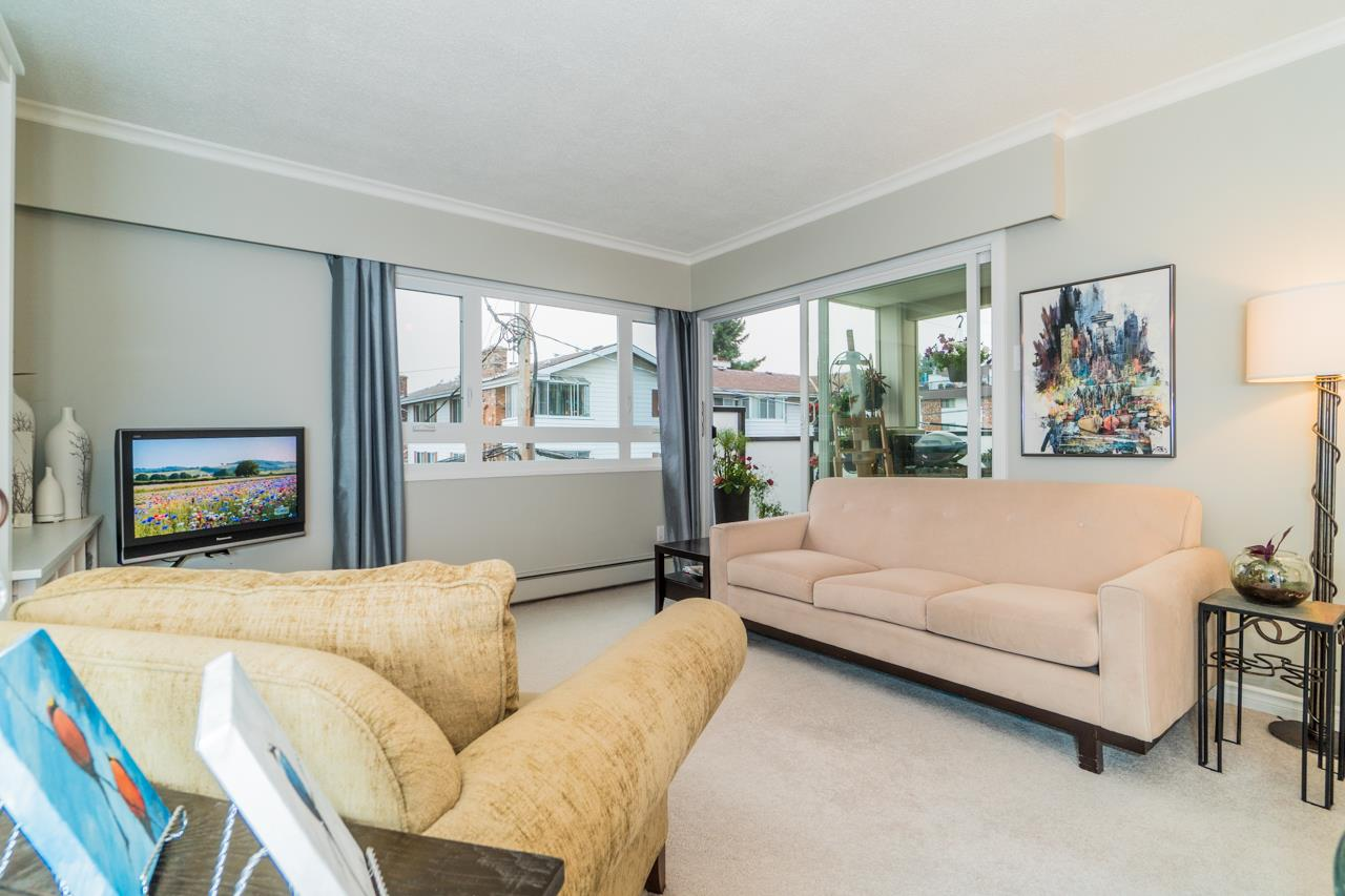 Condo Apartment at 203 1371 FOSTER STREET, Unit 203, South Surrey White Rock, British Columbia. Image 2