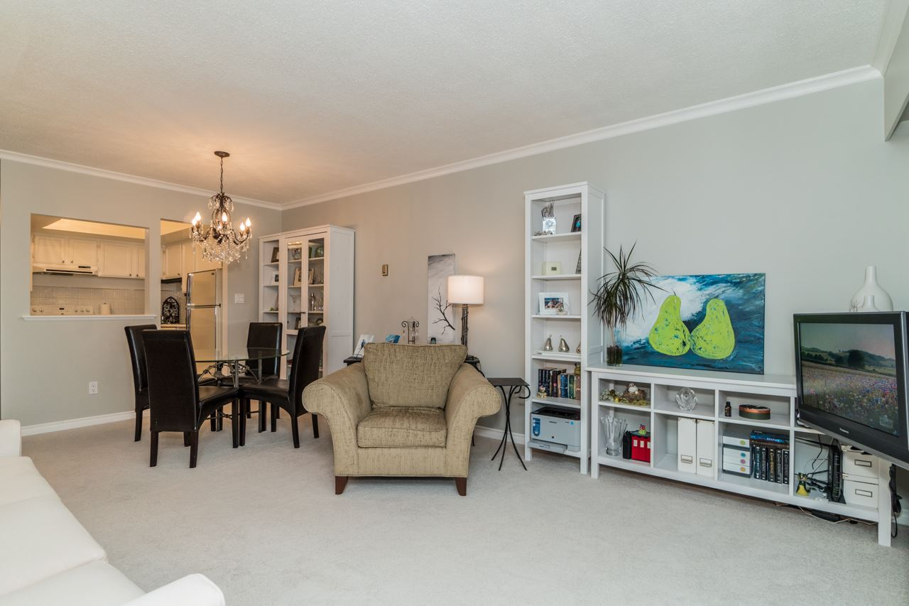 Condo Apartment at 203 1371 FOSTER STREET, Unit 203, South Surrey White Rock, British Columbia. Image 4
