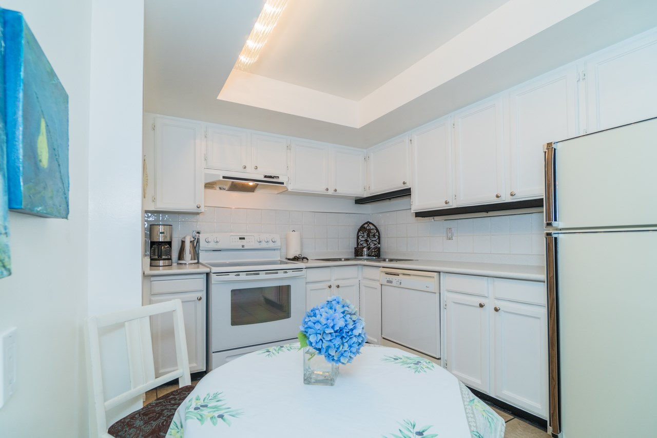 Condo Apartment at 203 1371 FOSTER STREET, Unit 203, South Surrey White Rock, British Columbia. Image 5