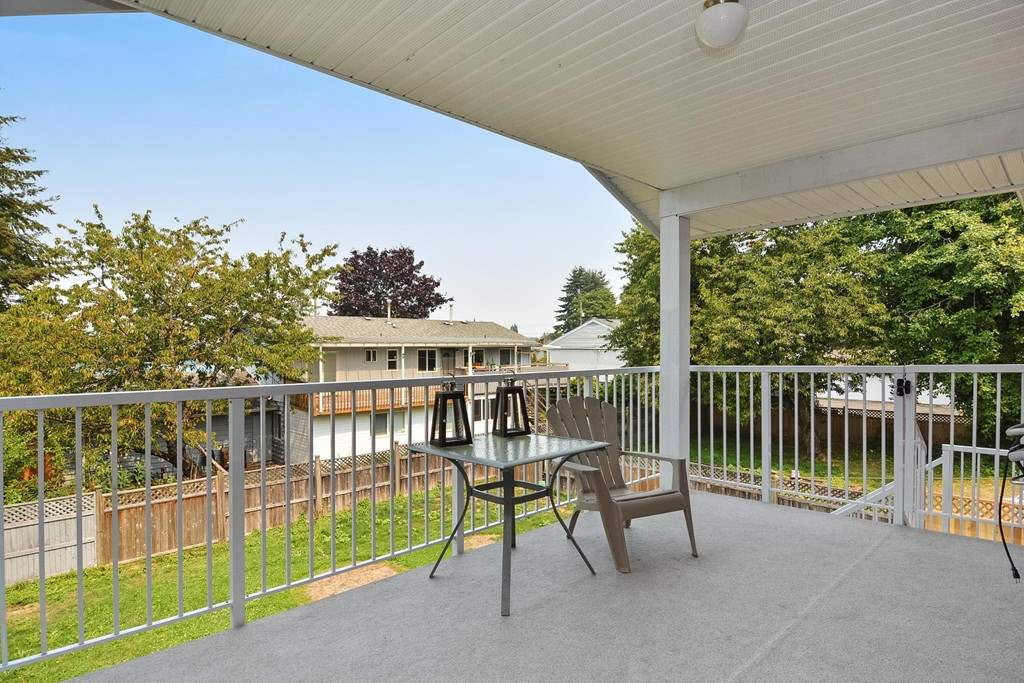 Detached at 10201 MICHEL PLACE, North Surrey, British Columbia. Image 17