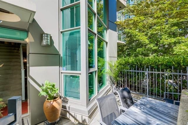 Townhouse at 601 JERVIS STREET, Vancouver West, British Columbia. Image 2