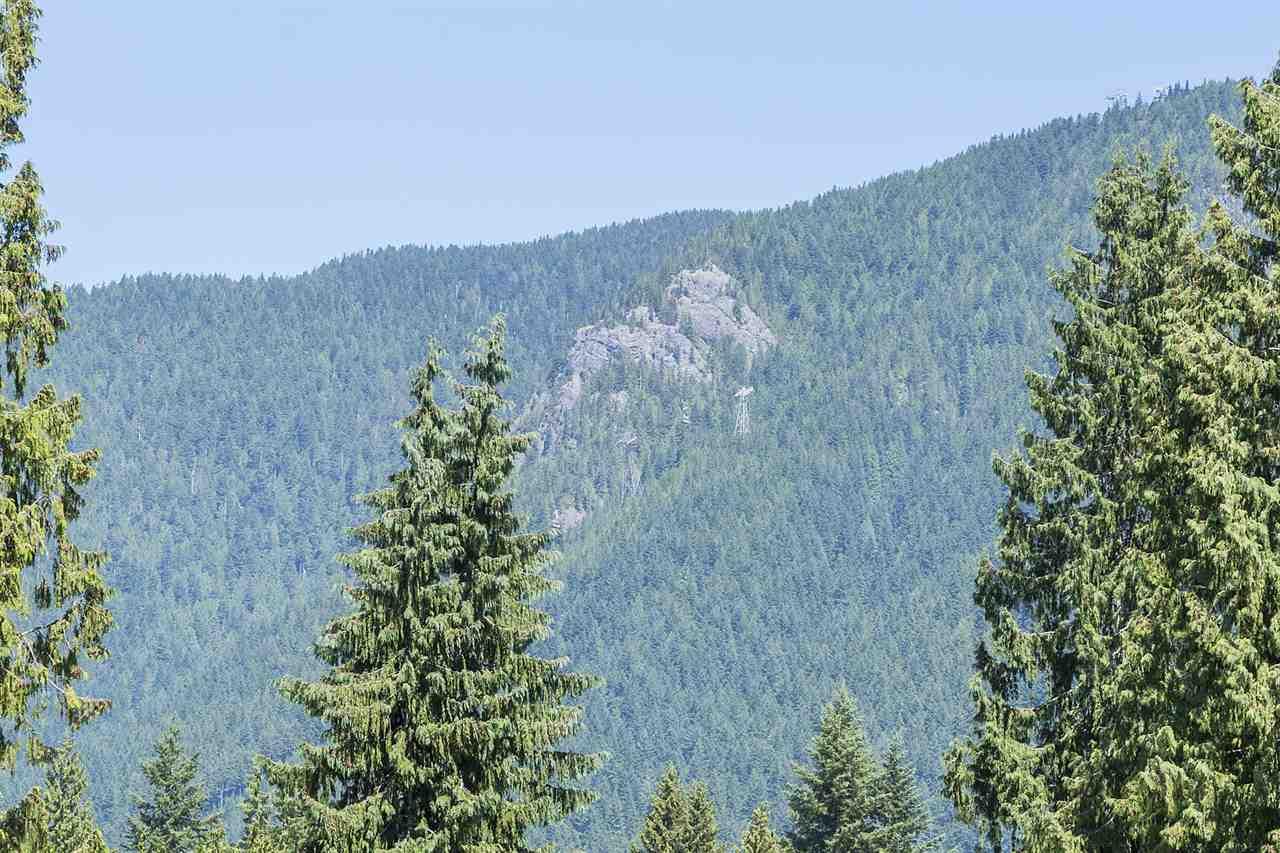 Detached at 1120 TALL TREE LANE, North Vancouver, British Columbia. Image 11