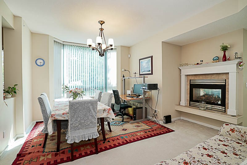 Townhouse at 5 6611 SOUTHOAKS CRESCENT, Unit 5, Burnaby South, British Columbia. Image 3