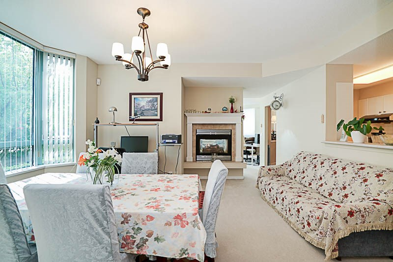 Townhouse at 5 6611 SOUTHOAKS CRESCENT, Unit 5, Burnaby South, British Columbia. Image 4