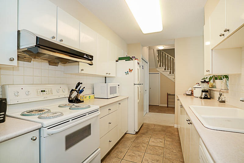 Townhouse at 5 6611 SOUTHOAKS CRESCENT, Unit 5, Burnaby South, British Columbia. Image 5