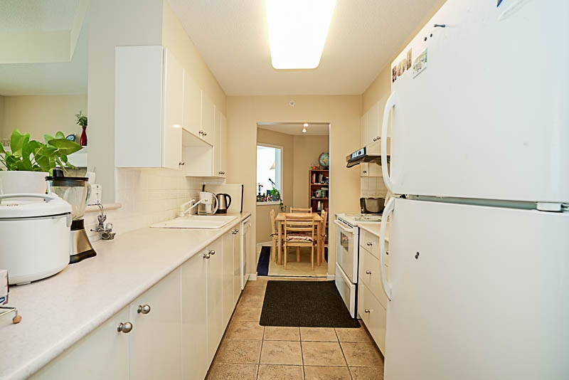 Townhouse at 5 6611 SOUTHOAKS CRESCENT, Unit 5, Burnaby South, British Columbia. Image 6