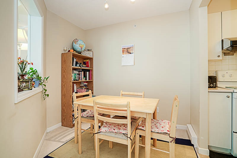 Townhouse at 5 6611 SOUTHOAKS CRESCENT, Unit 5, Burnaby South, British Columbia. Image 7