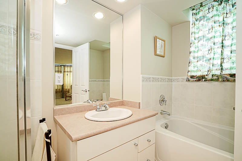 Townhouse at 5 6611 SOUTHOAKS CRESCENT, Unit 5, Burnaby South, British Columbia. Image 14