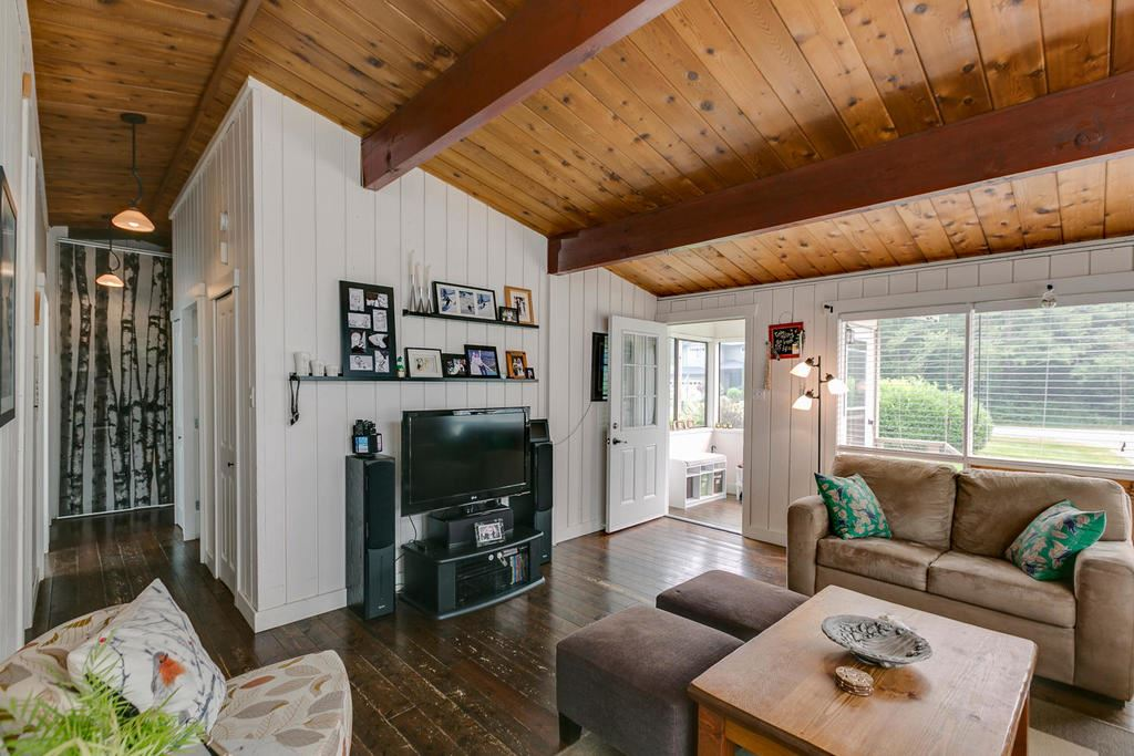 Detached at 41703 COTTONWOOD ROAD, Squamish, British Columbia. Image 3