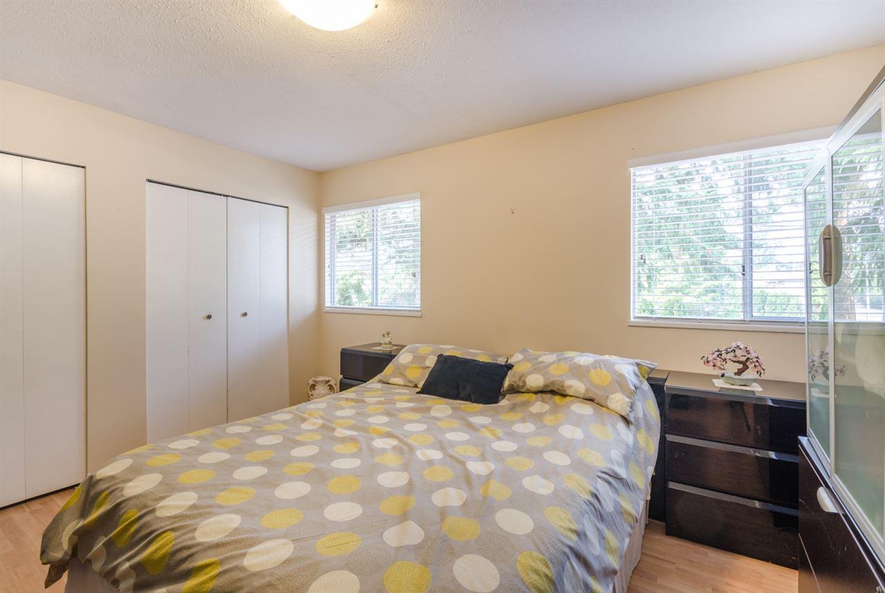 Half-duplex at 15410 20 AVENUE, South Surrey White Rock, British Columbia. Image 10