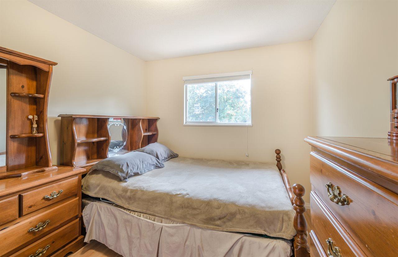 Half-duplex at 15410 20 AVENUE, South Surrey White Rock, British Columbia. Image 12