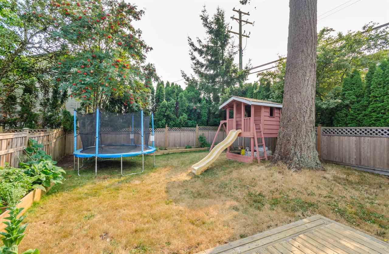 Half-duplex at 15410 20 AVENUE, South Surrey White Rock, British Columbia. Image 14