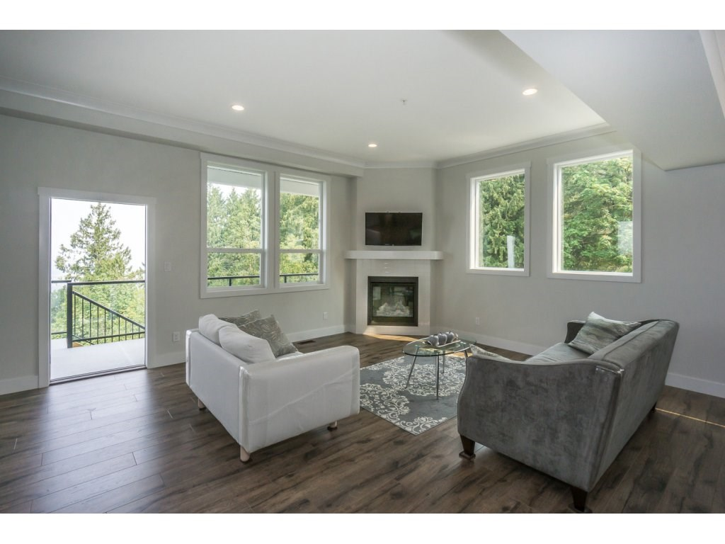 Detached at 46897 SYLVAN DRIVE, Sardis, British Columbia. Image 3
