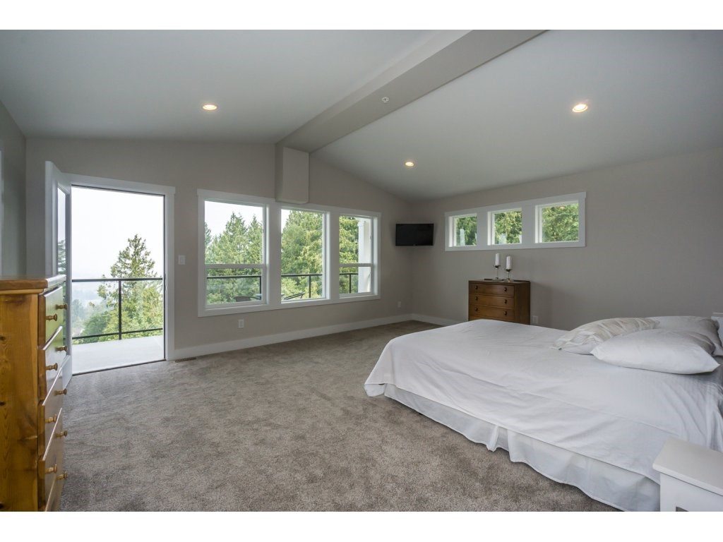 Detached at 46897 SYLVAN DRIVE, Sardis, British Columbia. Image 12