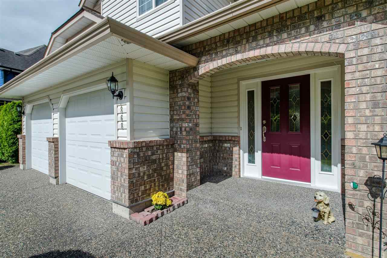 Detached at 868 HOPE PLACE, Harrison Hot Springs, British Columbia. Image 2